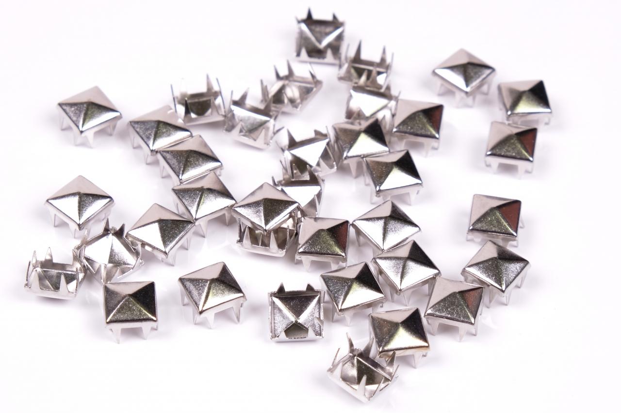 Cvočky pyramidka 10x10mm nikl