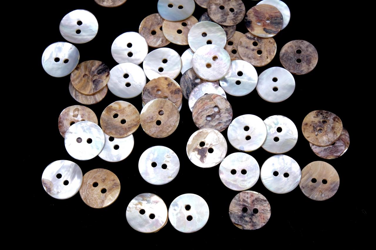 Knoflík přírodní z perleťi 020111 vel. 20 - 12,7mm