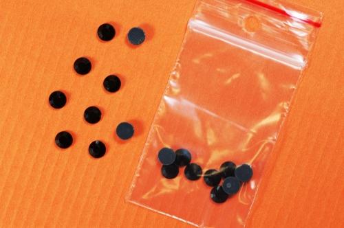 Nažehlovací Hot-fix 12 vel. 6mm bal.1g