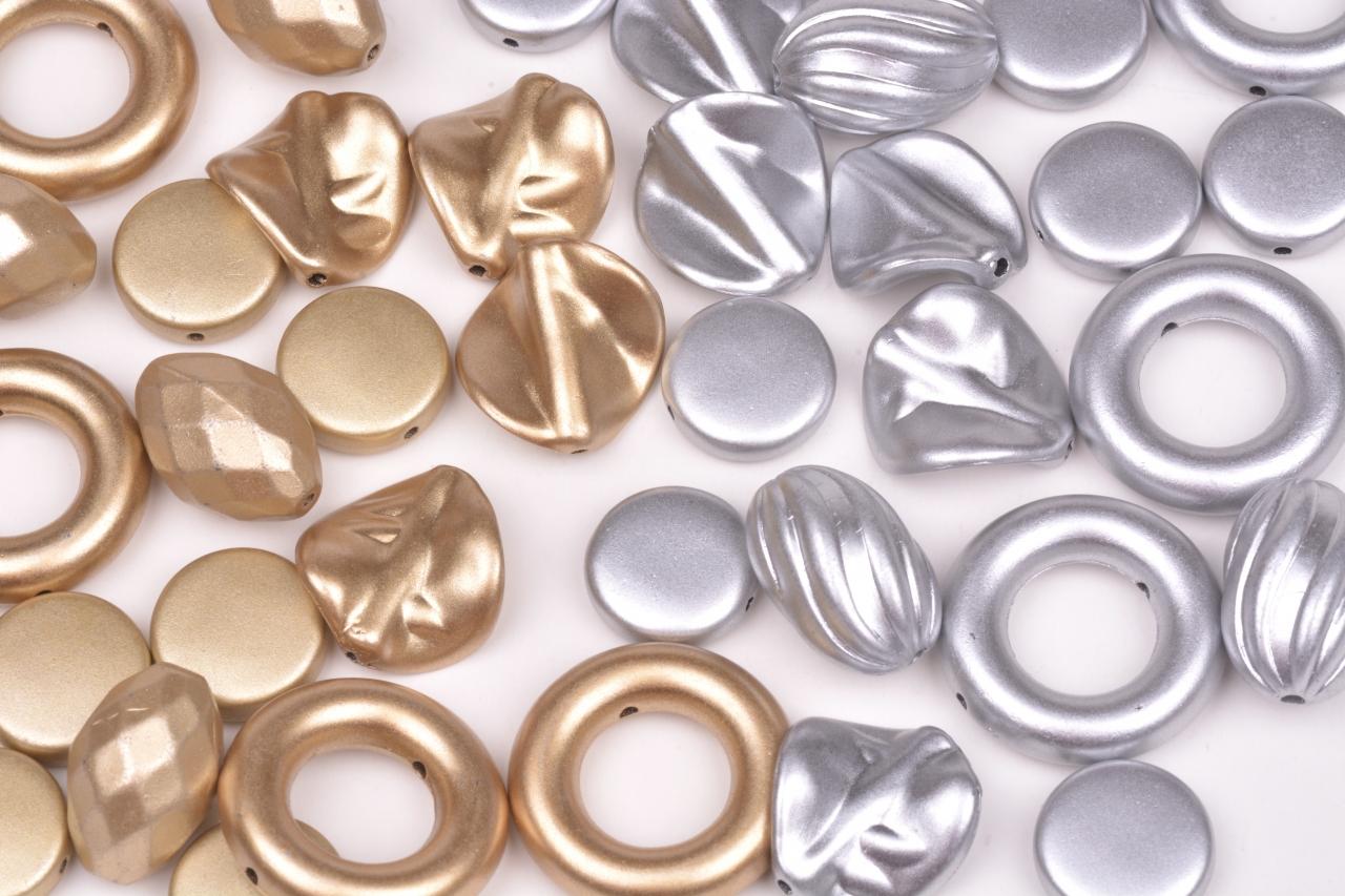 Ozdoby 714 plastové mix druhů